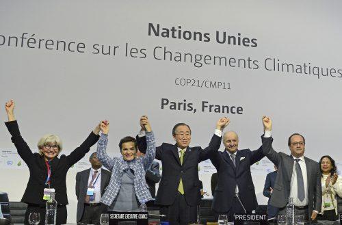 Líderes comemoram o Acordo de Paris durante a COP21, em 2015 (Crédito: UNclimatechange)